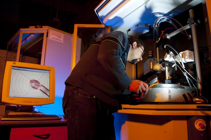 Laboratorio de Cristalografía y Difracción de Rayos-X