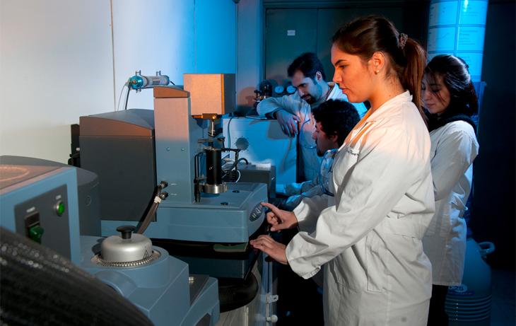 Laboratorio de Espectroscopía y Análisis Térmico
